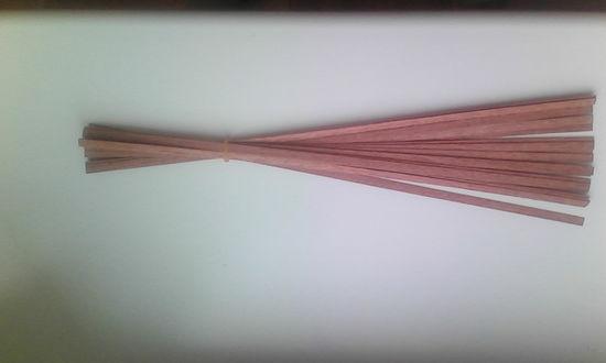 12 Апостолов от Деагостини. Планки из шпона сапеле 0,6х5х300 мм - 20 штук.