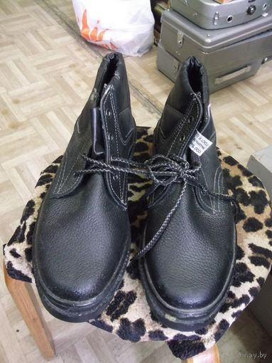 Рабочие ботинки, 42 размер.