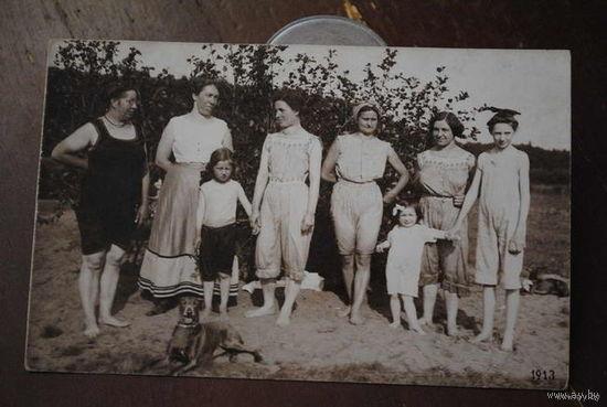 Дореволюционная баварская любительская фотография 1913 года., - в нижнем белье, или купально-пляжных костюмах того периода-!