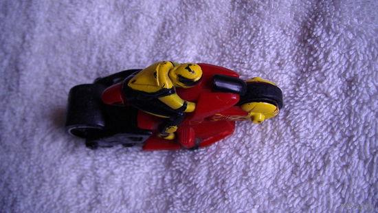 Мотоцыкл красный с водителем. распродажа