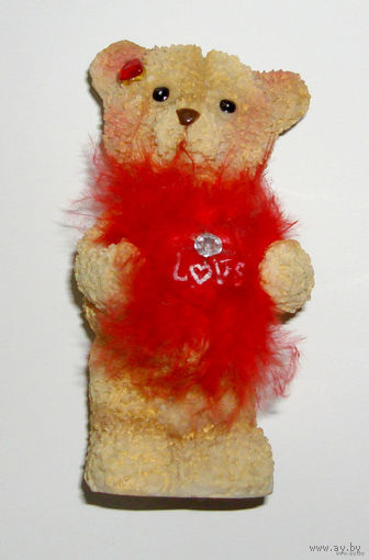 Фигурка Медвежонка с сердечком к 14 февраля