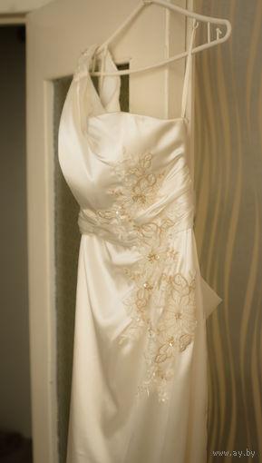 Платье свадебное (атласное)
