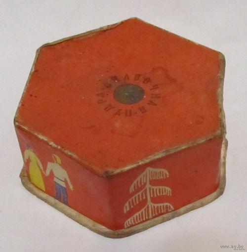"""Пудра """"Сказочная""""(упаковочная коробочка) времён СССР"""