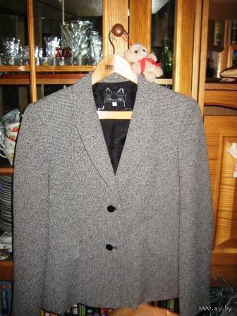 Офисный -стильный -модного сейчас СЕРОГО цвета пиджак  р.46-48.