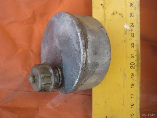 Маслёнка используемая инженерно-технической службой в ВВС СССР. С остатками  родной смазки.