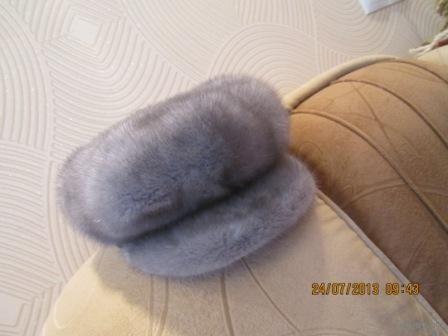 Для тех кто любит роскошь. Шапка -жокей с откидными ушками . цвет - серый- благородный . Размер регулируется шнуровкой