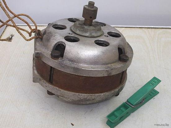Двигатель от бобинного магнитофона
