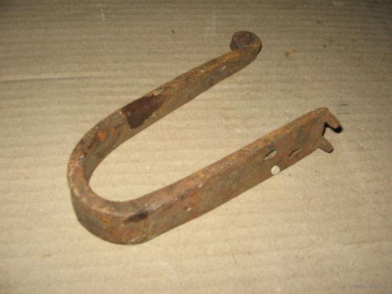 Старинный кованый ключ от навесного замка