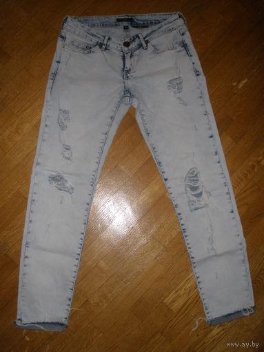Светлые рваные джинсы 42-44 р-р