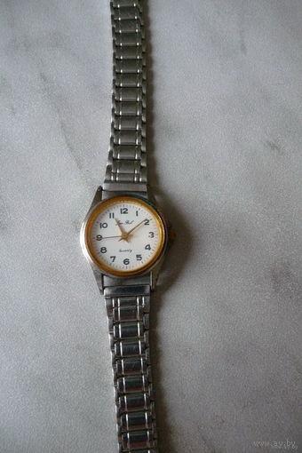 Часы наручные кварцевые