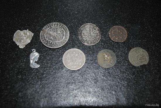 Несколько монет из разного времени, - полагаю, что есть и серебряные - цена указанна за всё сразу, но без пересыла по почте-!
