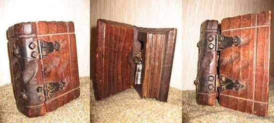 Очень древняя и старинная, деревянная шкатулка-книга ручной работы, авторской задумки.