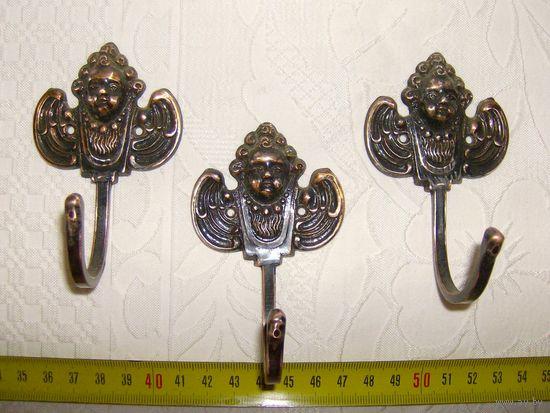 3  Крючка - вешалки . Ангел - Путти. Латунь.