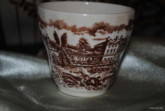 Кофейная фарфоровая чашка из Англии, - с красивым изображением сюжета охоты дворян.