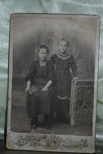 Фотография двух девочек до 1917 года в коллекцию., - оборот весь в каллиграфии/см.фото!