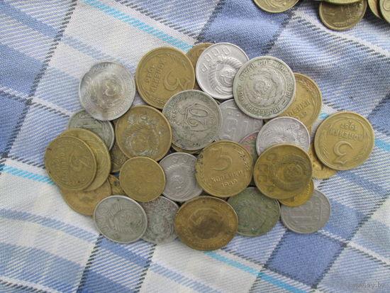 Больше четырёх сотен всяких разных монет