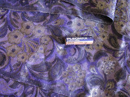Обрезок красивой ткани на новогодний костюм .