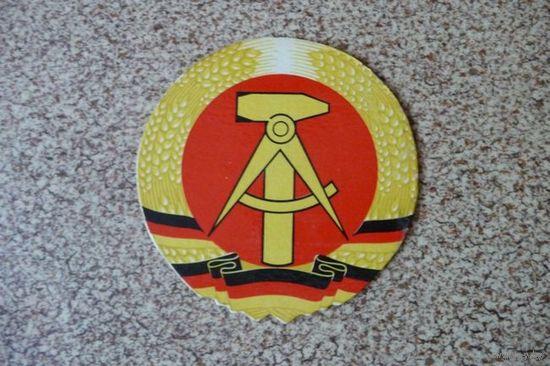 Эмблема ГДР картонная, диаметр 12 см