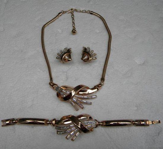 TRIFARI Винтажный Комплект (Parure): Ожерелье(39.5см длина), Браслет(16.5см) и Клипсы(3см высота), дизайн Alfred Philippe( известный дизайнер, который так же работал для Cartier). 18К позолоченный мет