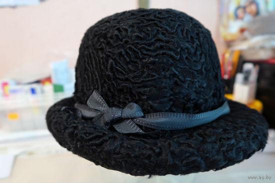 Шляпка женская черная из каракуля. Натуральный мех. Размер 56.