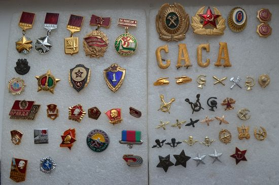 Значки,петлицы,кокарды разные с рубля!!!