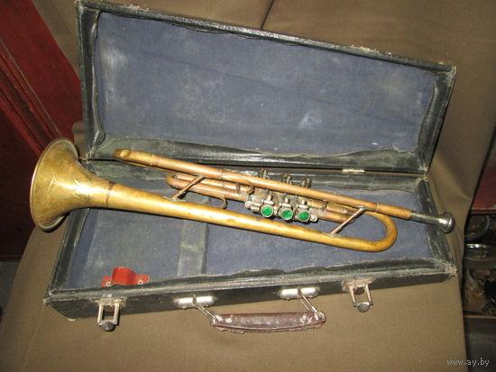 Труба духовой музыкальный инструмент.