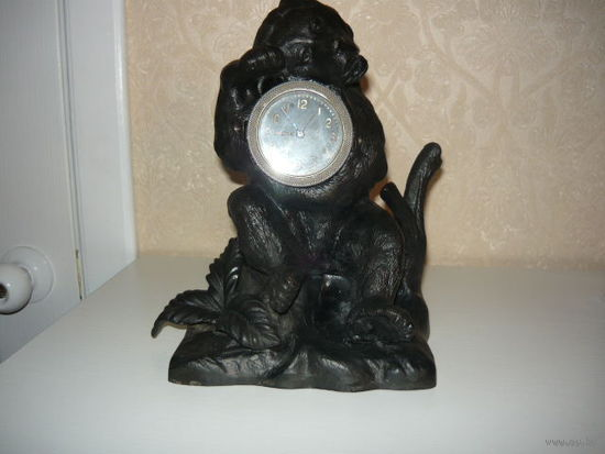 """Часы с подчасником """"Медведь"""",чугун,литьё."""