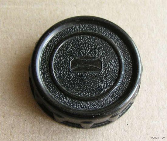 Крышка задняя карболитовая резьбовая М39 эмблема Загорского оптико-механического завода ранняя ( до 1962 года )