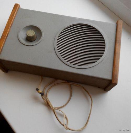 Настенное радио времен СССР. Рабочее. Без розетки.