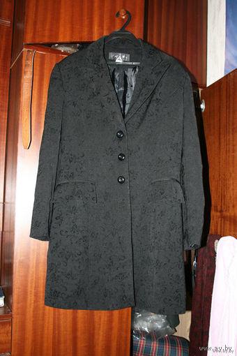 """Чёрный пиджак с """"набитыми"""" узорами"""
